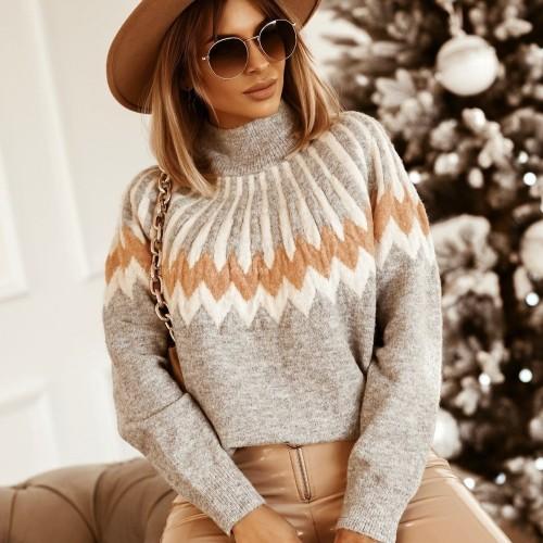 Eleganckie swetry, które wykorzystasz w stylizacjach na różne okazje