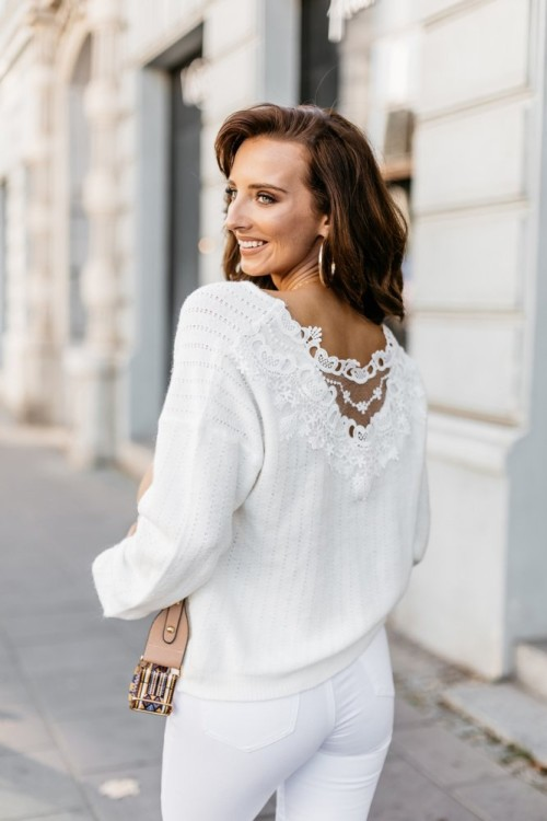 FLUFFY SWEATER WITH LACE CREME