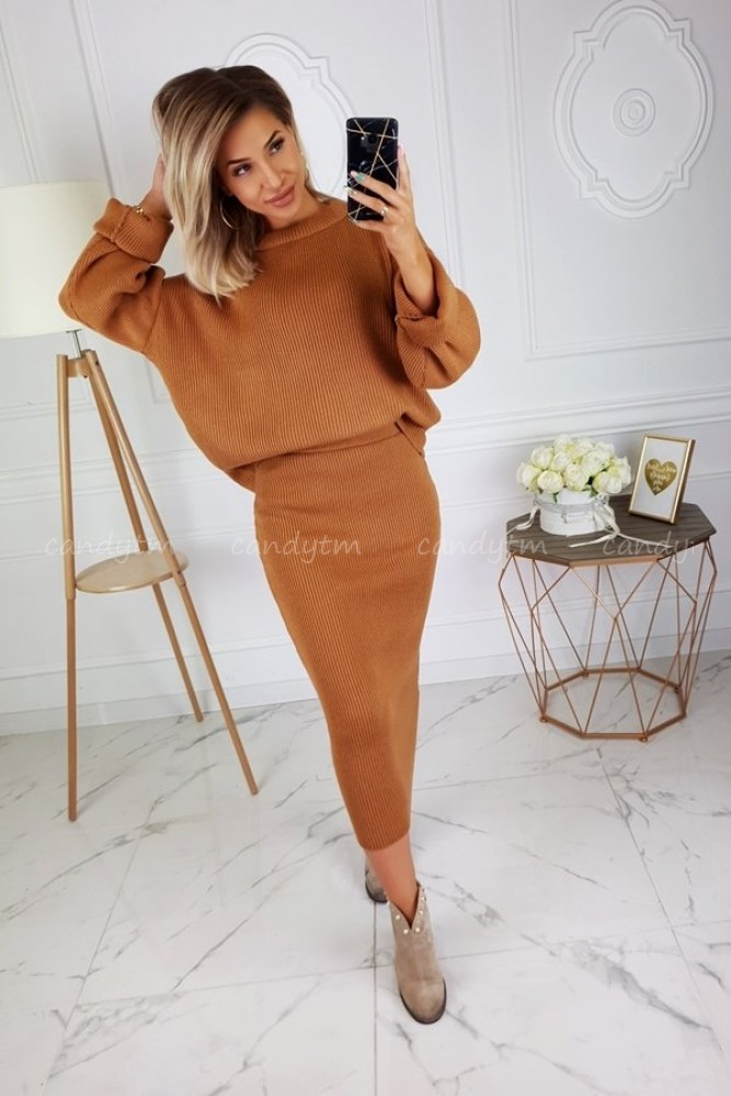 KNITTED SET WOOL SKIRT + SWEATER CAMEL