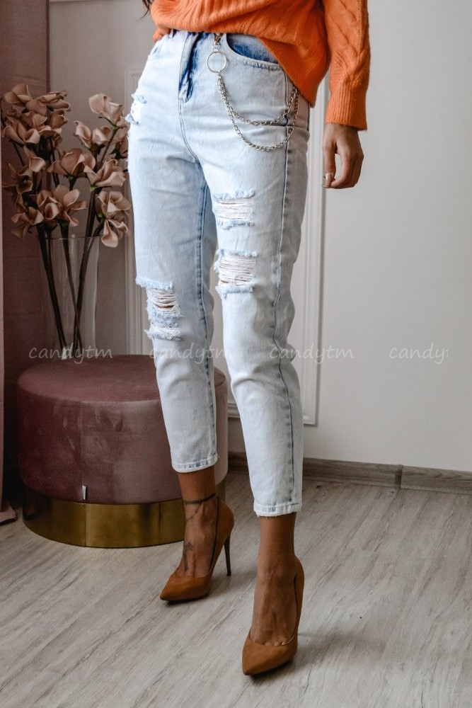 LIGHT DENIM PANTS WITH HOLES + CHAIN