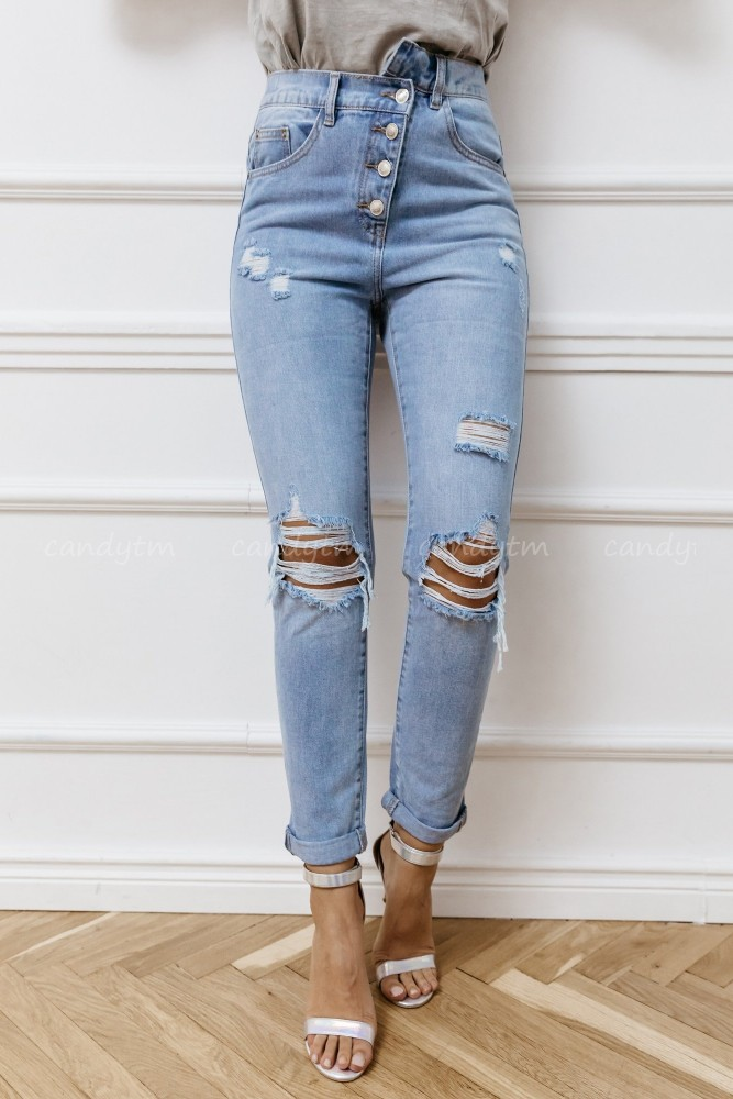 BAGGY JEANS WITH BUTTONS AND WHOLES AT THE KNEES